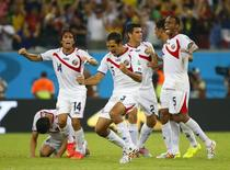 Costa Rica's players celebrate winning their 2014 World Cup round of 16 game against Greece at the Pernambuco arena in Recife June 29, 2014.               REUTERS/Brian Snyder (BRAZIL  - Tags: SOCCER SPORT WORLD CUP TPX IMAGES OF THE DAY)