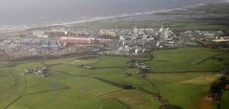 GDF Suez et Toshiba construiront bien ensemble trois réacteurs nucléaires de nouvelle génération dans le nord-ouest de l'Angleterre, le plus important projet du genre en Europe, sur le terrain de Moorside, près de Sellafield, acheté dès 2009. /Photo d'archives/REUTERS/Phil Noble