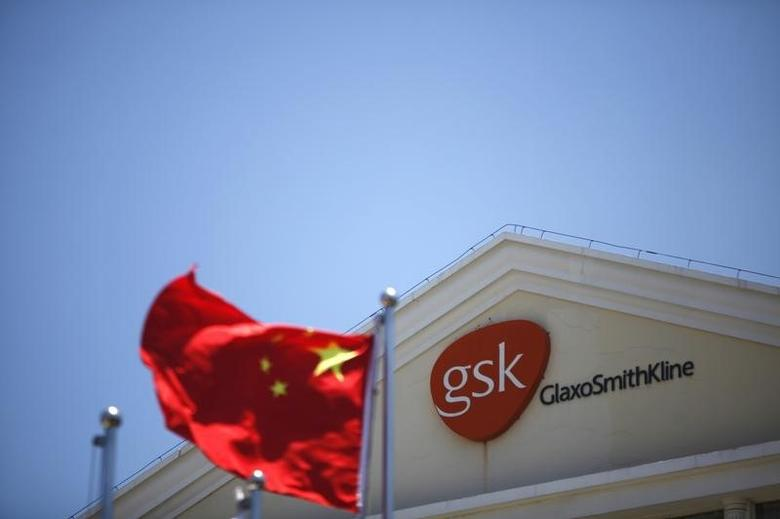 A Chinese national flag flutters in front of a GlaxoSmithKline (GSK) office building in Shanghai July 12, 2013.  REUTERS/Aly Song