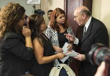 Kenneth Feinberg, a victims compensation lawyer hired by General Motors, speaks with Laura Christian (2nd R), Monica Coronado (2nd L) and Rosie Cortinas (L), who are family members of General Motors crash victims, in Washington June 30, 2014. REUTERS/Joshua Roberts