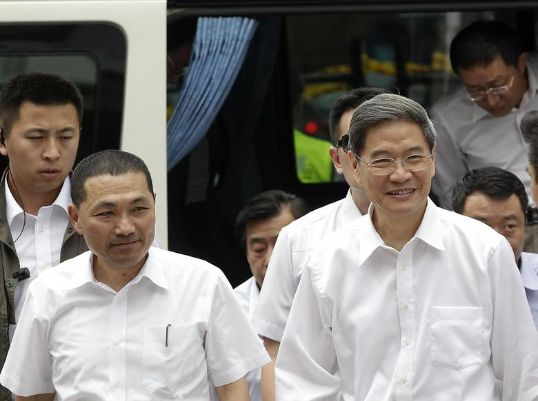 Zhang Zhijun (R), director of China's Taiwan Affairs Office, arrives with New Taipei City Deputy Mayor Hou You-yi, at the labour activity centre in New Taipei City June 26, 2014.   REUTERS/Pichi Chuang