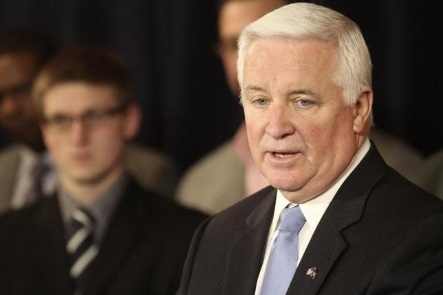 Pennsylvania Governor Tom Corbett speaks at a news conference on the Penn State campus in State College, Pennsylvania January 2, 2013.   REUTERS/Craig Houtz