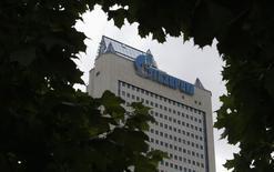 Вид на штаб-квартиру Газпрома в Москве 27 июня 2014 года. Газпром попросил пересмотреть штраф в $48 миллионов, назначенный литовским судом, который счел действия российского концерна антиконкурентными и нарушающими международные соглашения Евросоюза. REUTERS/Sergei Karpukhin