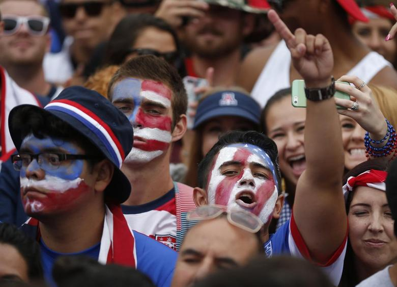 U.S. fans react during the 2014 World Cup Group G soccer match between Germany and the U.S. at a viewing party in Hermosa Beach, California June 26, 2014. REUTERS/Lucy Nicholson