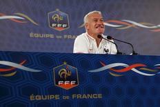 Técnico da França, Didier Deschamps, dá entrevista coletiva em Ribeirão Preto. 01/07/2014. REUTERS/Charles Platiau