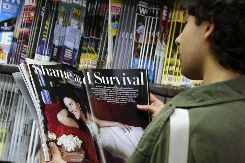 A man reads the latest edition of Vanity Fair with an article on Monica Lewinsky on a news stand in New York May 8, 2014. REUTERS/Eduardo Munoz
