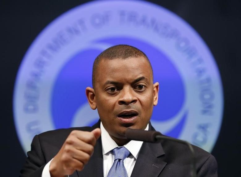 U.S. Transportation Secretary Anthony Foxx announces that General Motors will be fined a record $35 million in civil penalties as a result of the automakers failure to report a safety defect in one of its automobiles at the Department of Transportation in Washington, May 16, 2014. REUTERS/Larry Downing