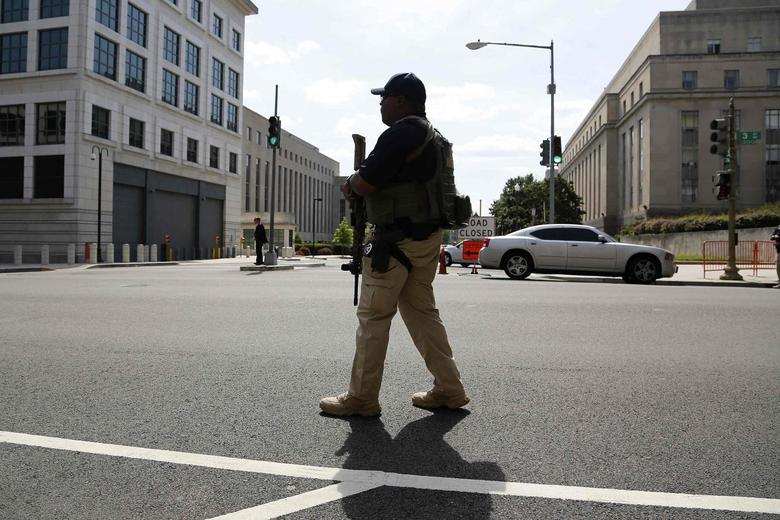 A U.S. Federal Marshal secures the streets outside the U.S. federal court in Washington June 28, 2014. REUTERS/Jonathan Ernst