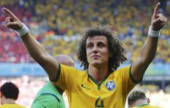 David Luiz comemora gol do Brasil contra o Chile.    REUTERS/Sergio Perez
