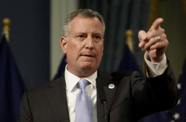 New York City Mayor Bill de Blasio presents the 2015 city budget at City Hall in New York, May 8, 2014. REUTERS/Seth Wenig/Pool