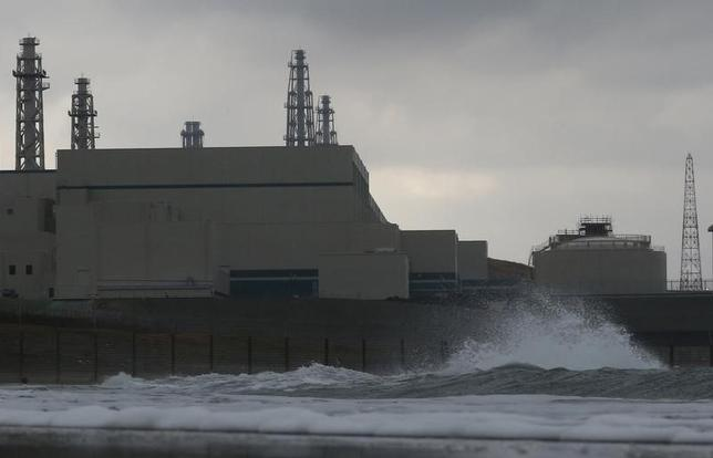 A wave hits Tokyo Electric Power Co.'s (TEPCO) Kashiwazaki Kariwa nuclear power plant, which is the world's biggest, in Kashiwazaki, November 12, 2012. REUTERS/Kim Kyung-Hoon
