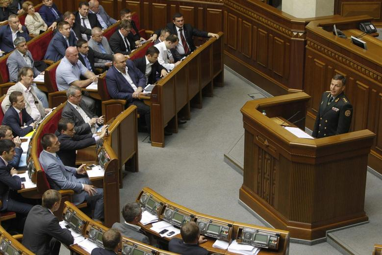 Ukrainian Colonel-general Valery Heletey, who was proposed by President Petro Poroshenko to be the country's new defence minister, speaks in the Ukrainian parliament in Kiev July 3, 2014. REUTERS/Valentyn Ogirenko