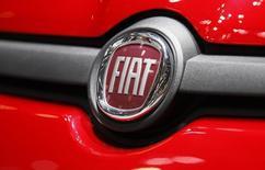 Fiat a annoncé jeudi avoir réduit sa perte nette du premier trimestre à 173 millions d'euros au lieu d'un montant initial de 319 millions, en raison d'une modification comptable relative à la prise de contrôle de Chrysler. /Photo  d'archives/REUTERS/Denis Balibouse