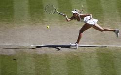 Tenista canadense Eugenie Bouchard durante partida contra romena Simona Halep em Wimbledon. 03/07/2014. REUTERS/Sang Tan/Pool