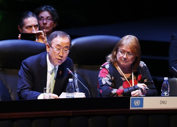U.N. Secretary General Ban Ki-moon (L) addresses the audience next to Susana Malcorra, United Nations Chef de Cabinet to the Executive Office, during a session of the Community of Latin American and Caribbean States (CELAC) summit in Havana January 28, 2014.    REUTERS/Enrique De La Osa