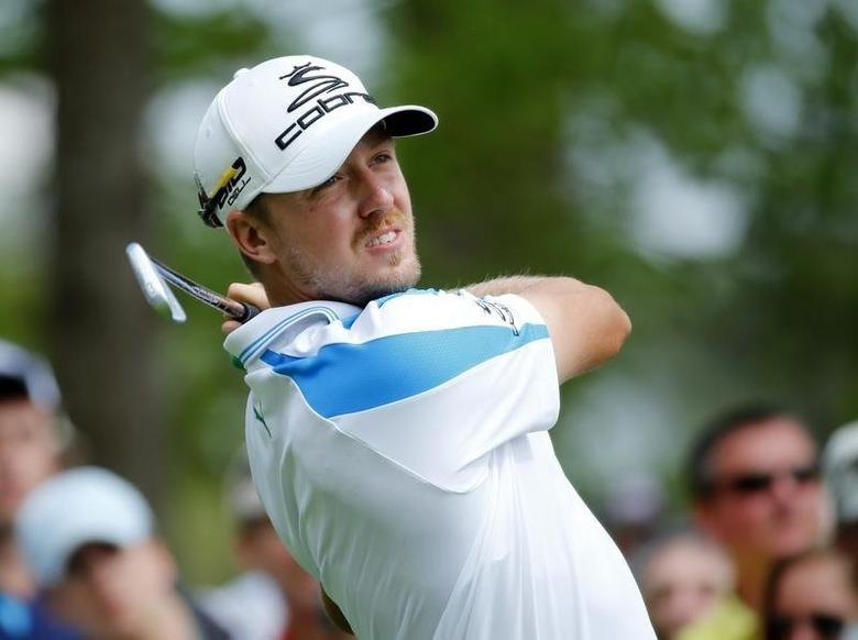 Sweden's Jonas Blixt hits his tee shot on the fourth hole during the final round of the Masters golf tournament at the Augusta National Golf Club in Augusta, Georgia April 13, 2014. REUTERS/Mike Blake