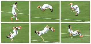 Jogador alemão Miroslav Klose executa cambalhota após marcar gol contra Gana, na Arena Castelão, em Fortaleza. 21/6/2014 REUTERS/Mike Blake