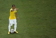Neymar durante lance do jogo contra a Colômbia pelas quartas de final da Copa do Mundo, em Fortaleza, nesta sexta-feira. 04/07/2014 REUTERS/Fabrizio Bensch