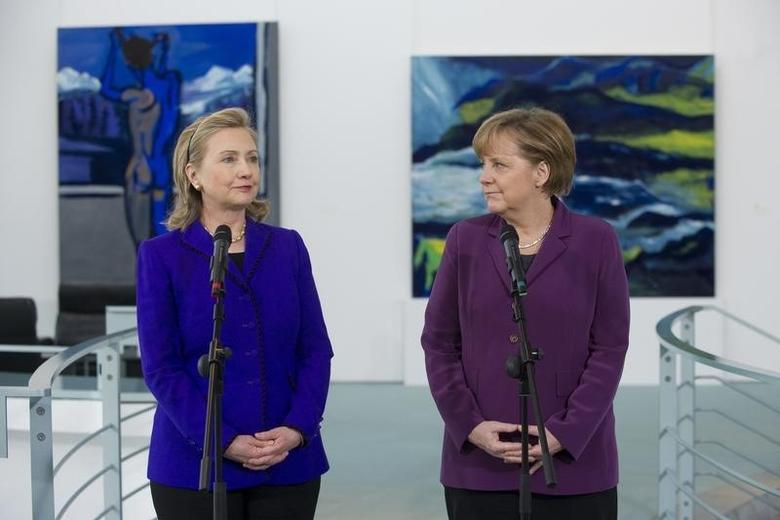 German Chancellor Angela Merkel and U.S. Secretary of State Hillary Clinton (L) address the media prior to a meeting at the Chancellery in Berlin April 14, 2011.  REUTERS/Saul Loeb/Pool