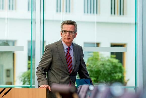 German Interior Minister Thomas de Maiziere  arrives at a news conference to present the 2013 Crime Report in Berlin June 4, 2014.   REUTERS/Thomas Peter