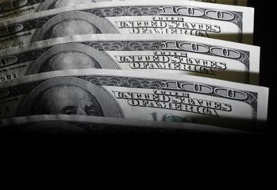 Dollar stays firm in the wake of jobs-inspired rally