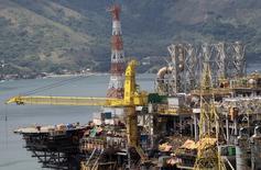 A produção média de petróleo no Brasil, em maio, cresceu 9,8 por cento ante o mesmo mês de 2013, para 2,189 milhões de barris por dia (bpd), informou nesta segunda-feira a Agência Nacional do Petróleo, Gás Natural e Biocombustíveis (ANP). 24/02/2011 REUTERS/Sergio Moraes
