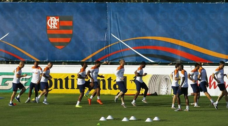 Netherlands' national soccer team players exercise during a training session in Rio de Janeiro, July 6, 2014. REUTERS/Pilar Olivares