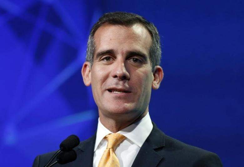 Los Angeles mayor Eric Garcetti speaks at the 2014 Milken Institute Global Conference in Beverly Hills, California April 28, 2014 file photo. REUTERS/Lucy Nicholson