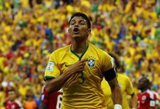 Thiago Silva comemora gol marcado contra a Colômbia em Fortaleza. 04/07/2014. REUTERS/Marcelo Del Pozo