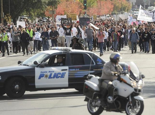 Hundreds of protesters march towards the Sonoma County Sheriff's Office to demand justice for Andy Lopez Cruz in Santa Rosa, California October 29, 2013.  REUTERS/Noah Berger