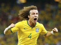 David Luiz comemora gol marcado contra a Colômbia. 04/07/2014  REUTERS/Stefano Rellandini