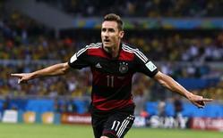 Miroslav Klose, da seleção da Alemanha, comemora gol marcada contra o Brasil em Belo Horizonte. 08/07/2014. REUTERS/Marcos Brindicci