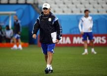 O técnico da seleção argentina de futebol, Alejandro Sabella, durante treino na Arena Corinthians, em São Paulo, nesta terça-feira. 08/07/2014 REUTERS/Michael Dalder