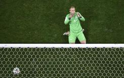 O goleiro holandês Jasper Cillessen reage após fracassar em defender pênalti contra a Argentina. 9/8/2014 REUTERS/Francois Xavier Marit/Pool