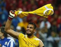 Argentina's goalkeeper Sergio Romero celebrates winning their 2014 World Cup semi-finals against the Netherlands at the Corinthians arena in Sao Paulo July 9, 2014.           REUTERS/Michael Dalder