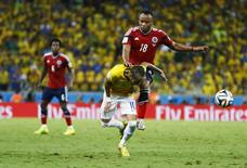 Brazil's Neymar (bottom) is fouled by Colombia's Camilo Zuniga during their 2014 World Cup quarter-finals at the Castelao arena in Fortaleza July 4, 2014. REUTERS/Marcelo Del Pozo