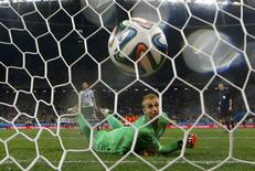 Jasper Cillessen of the Netherlands watches as he fails to stop the decisive penalty shot by Argentina's Maxi Rodriguez during their penalty shootout in their 2014 World Cup semi-finals at the Corinthians arena in Sao Paulo July 9, 2014. REUTERS/Dominic Ebenbichler