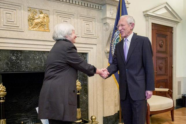 U.S. Federal Reserve Chair Janet Yellen (L) congratulates Stanley Fischer as he is sworn in as vice chairman at the U.S. central bank in Washington, in this handout photo taken and released June 16, 2014. REUTERS/U.S. Federal Reserve/Handout via Reuters
