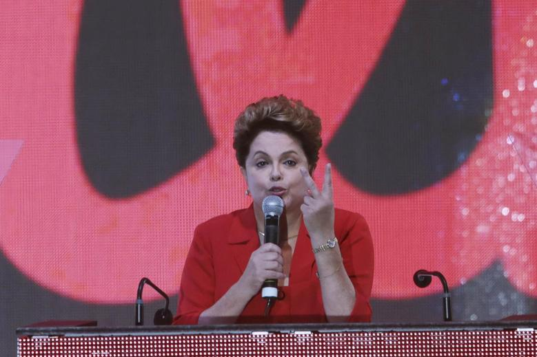 Brazil's President Dilma Rousseff gestures while speaking during the national convention of her Workers' Party (PT) in Brasilia June 21, 2014.  REUTERS/Joedson Alves