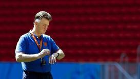 Técnico da Holanda, Louis Van Gaal, durante treino em Brasília. 11/07/2014. REUTERS/Dominic Ebenbichler