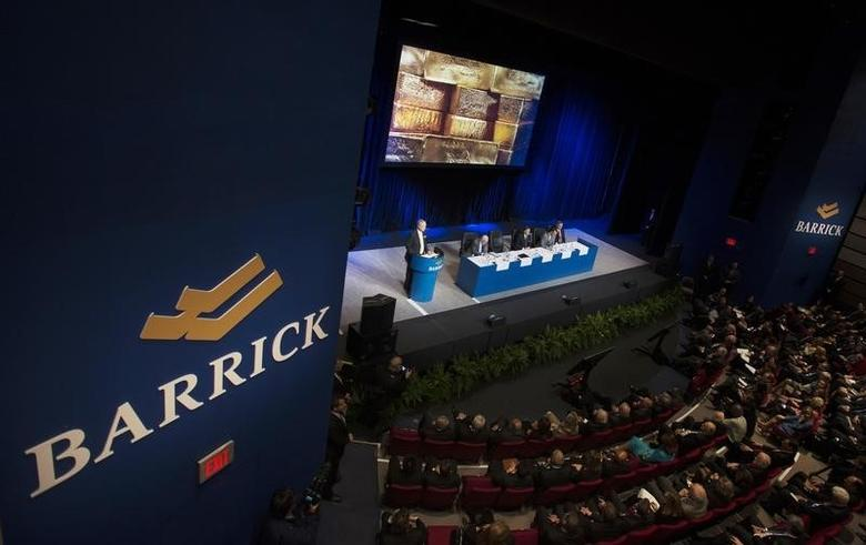 An overall view of the Barrick Gold annual general meeting for shareholders is seen as the CEO Jamie Sokalsky speaks in Toronto, April 30, 2014. REUTERS/Justin Chin