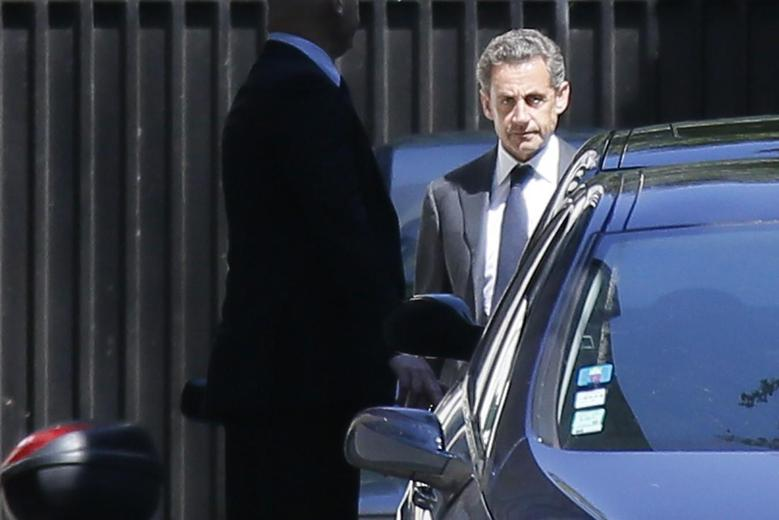 Former French President Nicolas Sarkozy (R) leaves his residence in Paris, July 2, 2014.   REUTERS/Gonzalo Fuentes