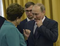 Presidente Dilma Rousseff conversa com o presidente russo, Vladimir Putin, durante encontro no Rio de Janeiro. 13/7/2014. REUTERS/Alexey Nikolsky/RIA Novosti/Kremlin