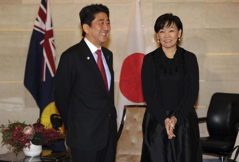 Japanese Prime Minister Shinzo Abe and his wife Akie are pictured prior to a meeting with Western Australia Premier Colin Barnett (not pictured) in Perth, July 9, 2014. REUTERS/Greg Wood/Pool
