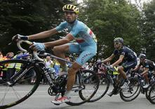 Astana team rider Vincenzo Nibali of Italy cycles on his way to win the 161.5-km tenth stage of the Tour de France cycling race between Mulhouse and La Planche Des Belles Filles July 14, 2014.                    REUTERS/Jacky Naegelen