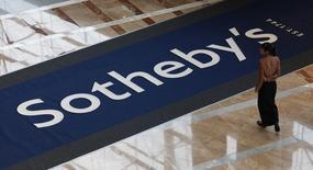 En la imagen, un logo de Sotheby's en Hong Kong el 3 de octubre de 2008. Sotheby's y eBay anunciaron una sociedad que facilitará la compra de antigüedades, coleccionables y obras de arte en Internet. REUTERS/Bobby Yip/Files