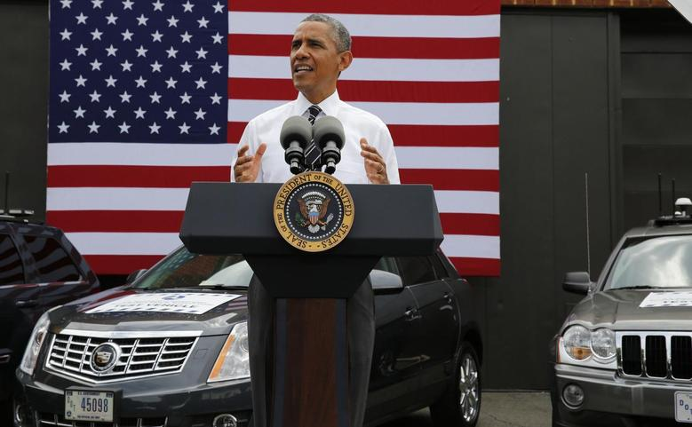 U.S. President Barack Obama speaks about the economy at the Turner-Fairbank Highway Research Center in McLean, Virginia, July 15, 2014. Obama on Tuesday plans to highlight his administration's work alongside researchers and the private sector to develop vehicles that ''talk'' to each other using wireless technology.    REUTERS/Larry Downing   (UNITED STATES - Tags: POLITICS TRANSPORT SCIENCE TECHNOLOGY)