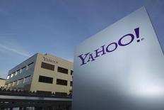 Yahoo a vu son chiffre d'affaires diminuer au deuxième trimestre, en raison d'une chute de 24% de certaines recettes publicitaires. Le CA net, qui fait abstraction des redevances versées à certains sites partenaires, a reculé de 3% à 1,04 milliard de dollars. /Photo d'archives/REUTERS/Denis Balibouse