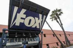 La 21st Century Fox de Rupert Murdoch confirme mercredi avoir soumis une offre d'achat à Time Warner que le géant américain des médias a déclinée. /Photo prise le 6 février 2014/REUTERS/Jonathan Alcorn