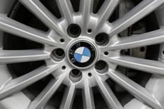 Logotipo da BMW em roda de um carro na Cidade do México, em 3 de julho de 2014. REUTERS/Carlos Jasso